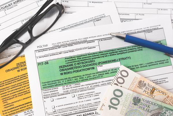 deklaracje PIT ileżące nanich banknoty